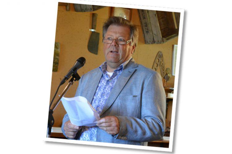 Dorpsdichter Bob van Leeuwen